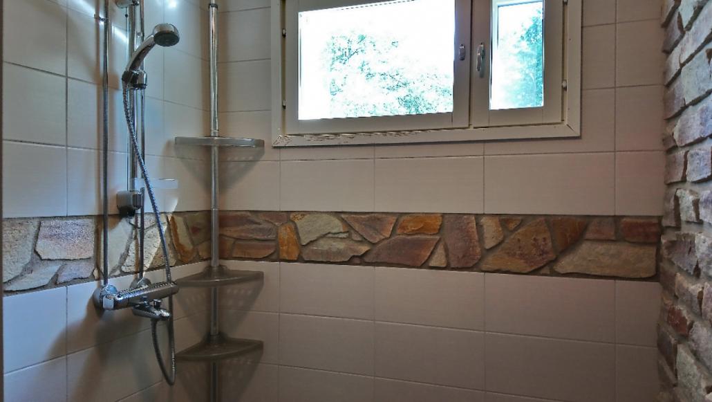Liuskekiveä kylpyhuoneessa